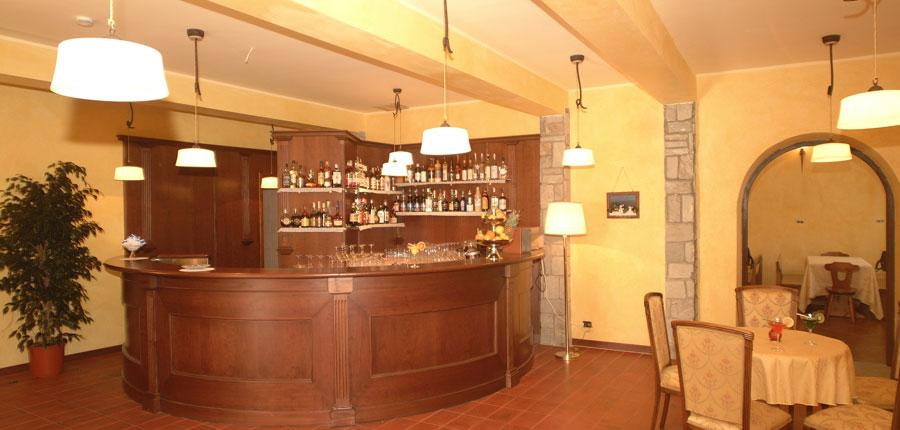 italy_milky_way_ski_area_sestriere_hotel_belvedere_bar.jpg